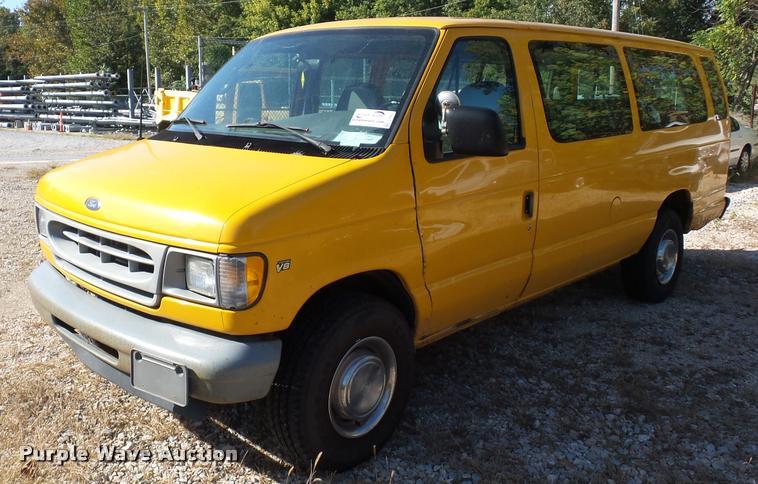 2001 Ford Econoline E350 van