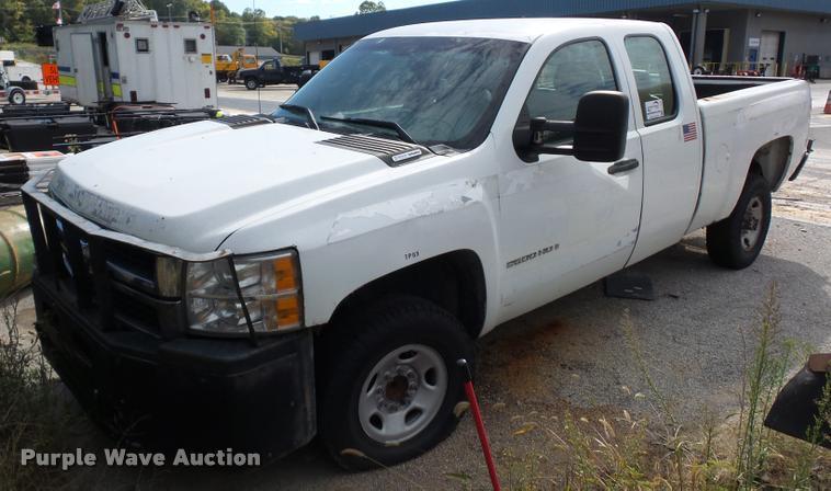 2007 Chevrolet Silverado 2500 Ext. Cab pickup truck