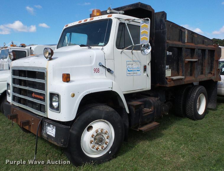 1987 International S2300 dump truck