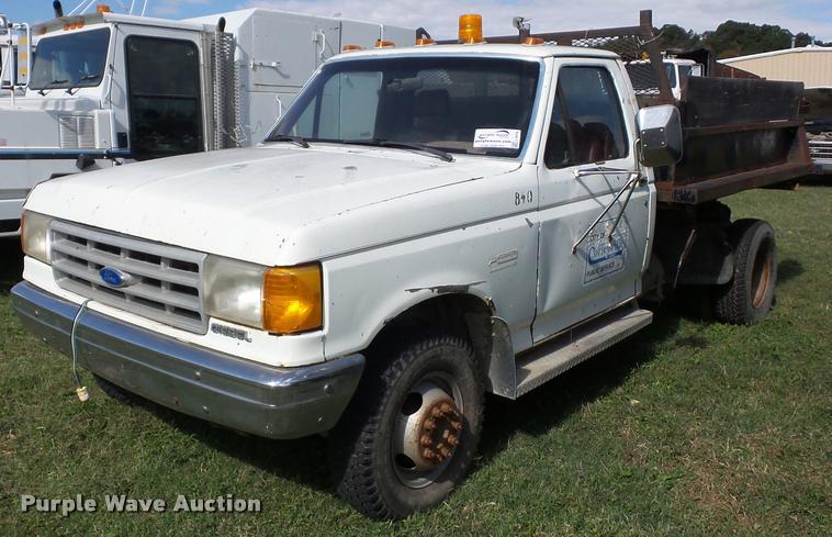 1991 Ford F450 Super Duty dump truck