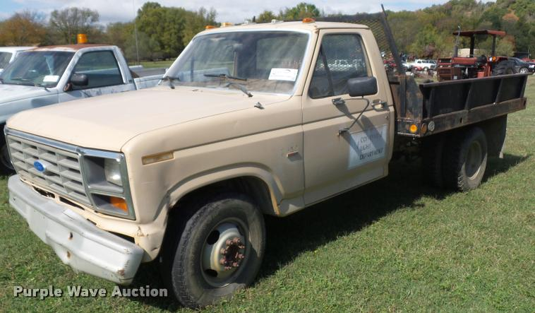 1986 Ford F350 flatbed pickup truck