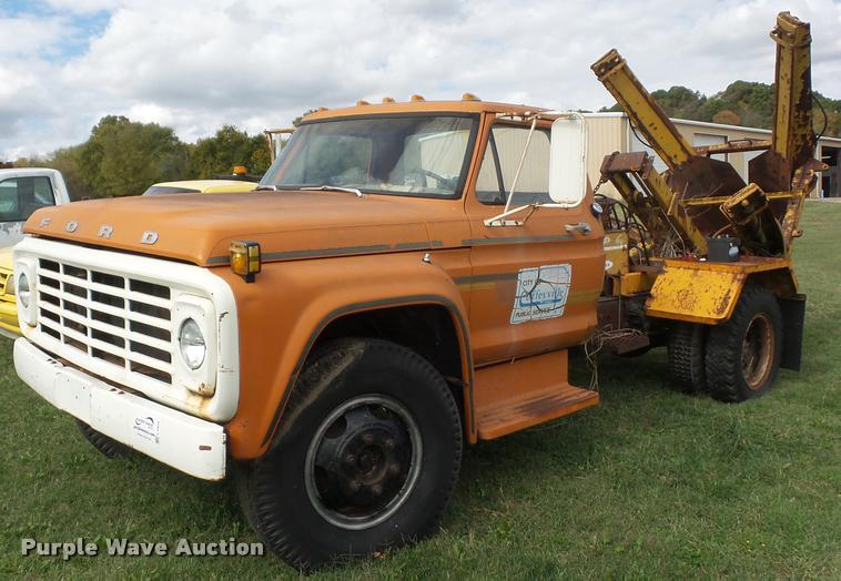 1974 Ford F600 truck with tree spade