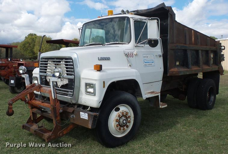 1988 Ford L8000 dump truck