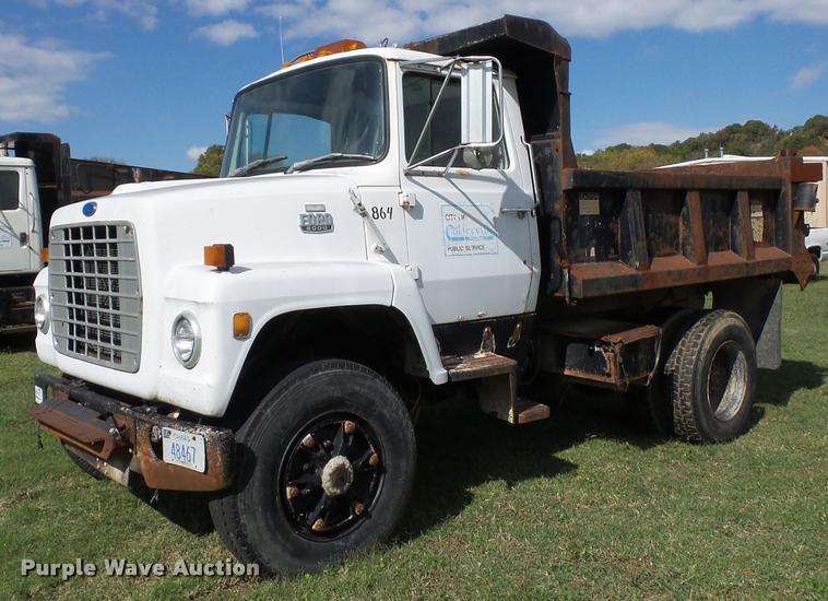 1985 Ford 8000 dump truck