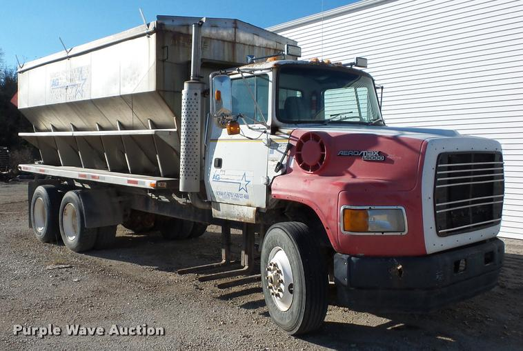 1993 Ford L9000 truck cab and chassis