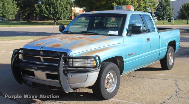 1996 Dodge Ram 1500 Club Cab pickup truck