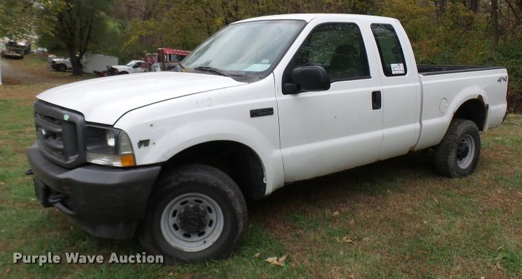 2002 Ford F250 Super Duty SuperCab pickup truck