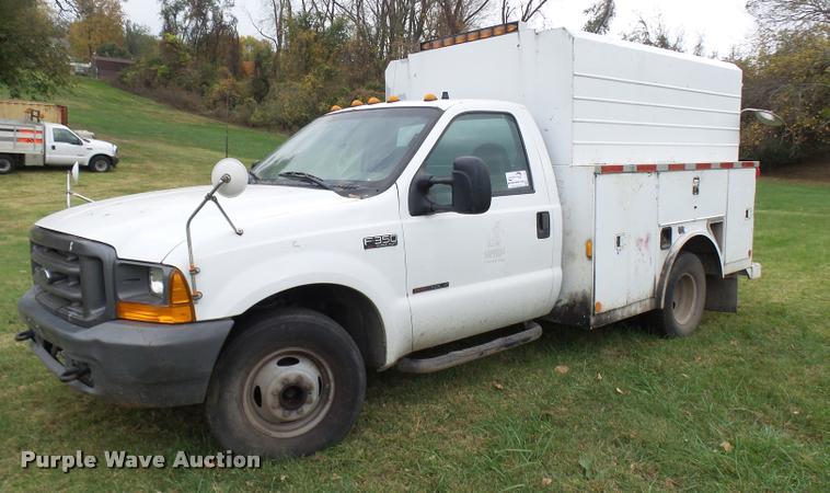 2000 Ford F350 Super Duty XL utility truck