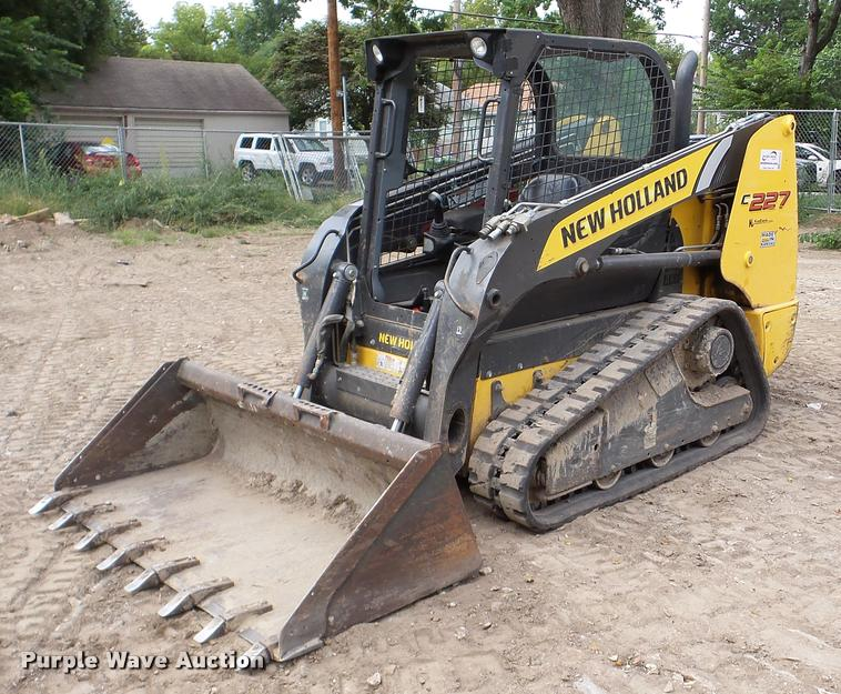 2011 New Holland C227 skid steer