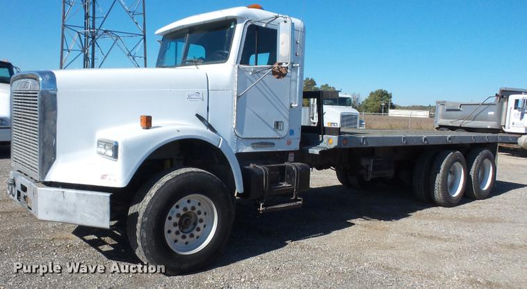 1993 Freightliner FLD120SD flatbed truck