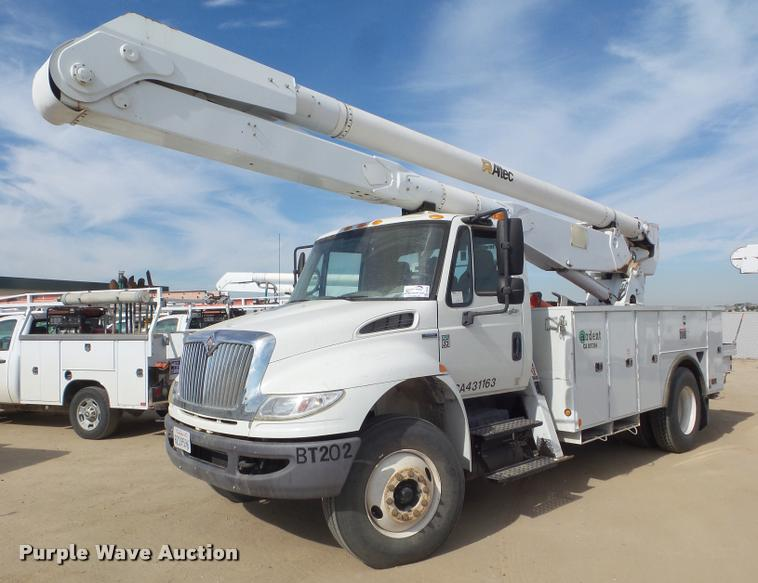 2009 International DuraStar 4300 bucket truck