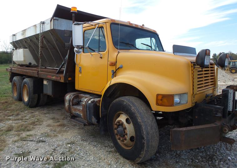 1999 International 4900 flatbed truck