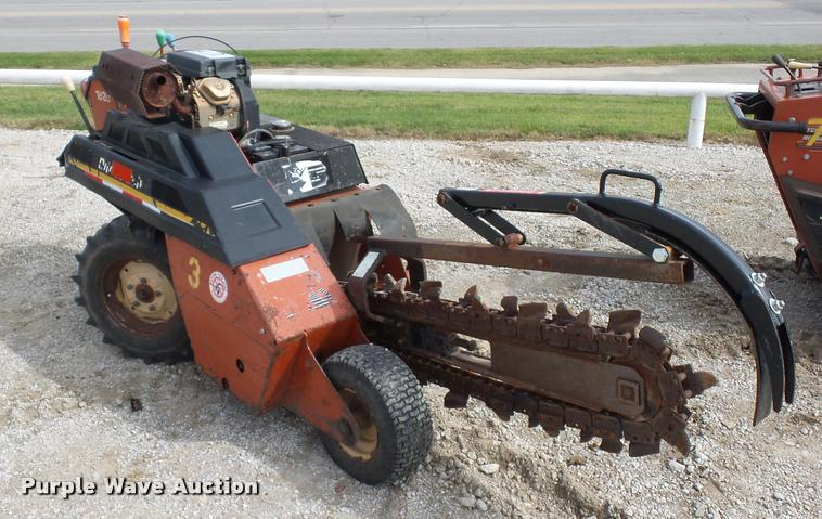 2002 Ditch Witch 1820 trencher