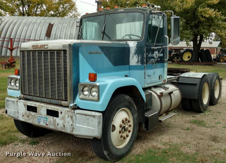 1983 GMC General semi truck