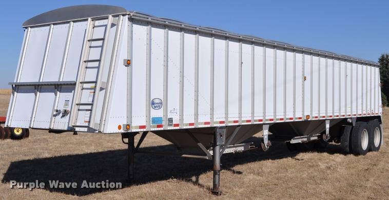 2004 Merritt 42X96X68X2CX2IXVGS double hopper grain trailer