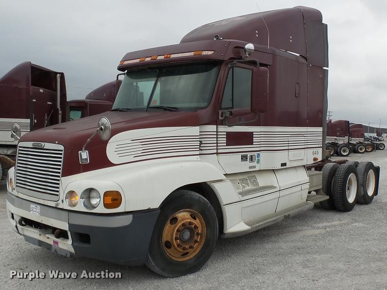 2000 Freightliner Century Class 120 semi truck