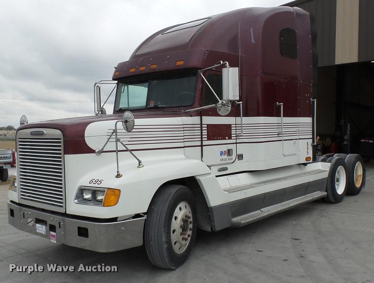 2000 Freightliner FLD semi truck