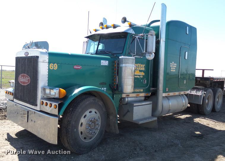2000 Peterbilt 379 semi truck
