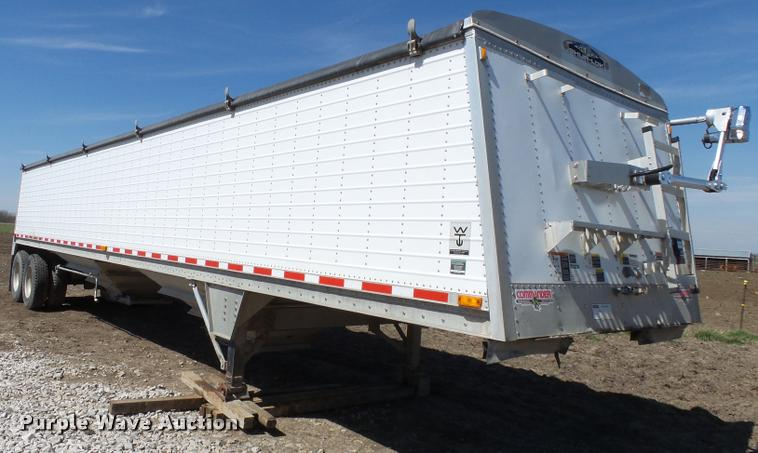 2002 Wilson DWH400-C double hopper grain trailer
