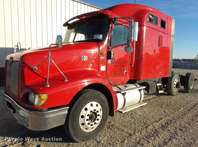 2007 International 9200i semi truck