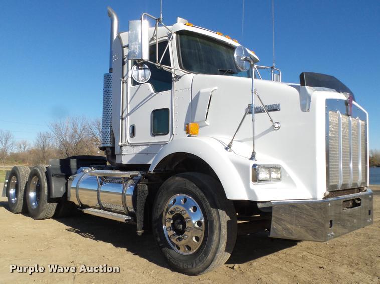 2005 Kenworth T800 semi truck
