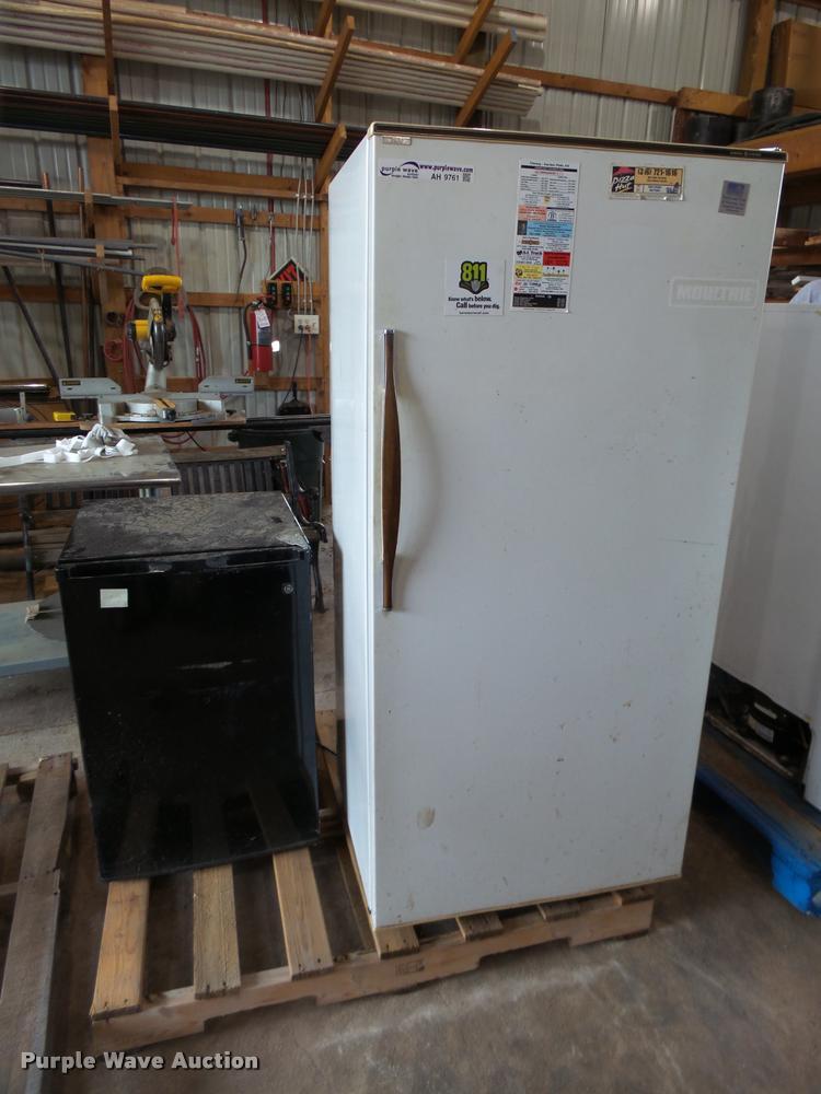 (2) refrigerators