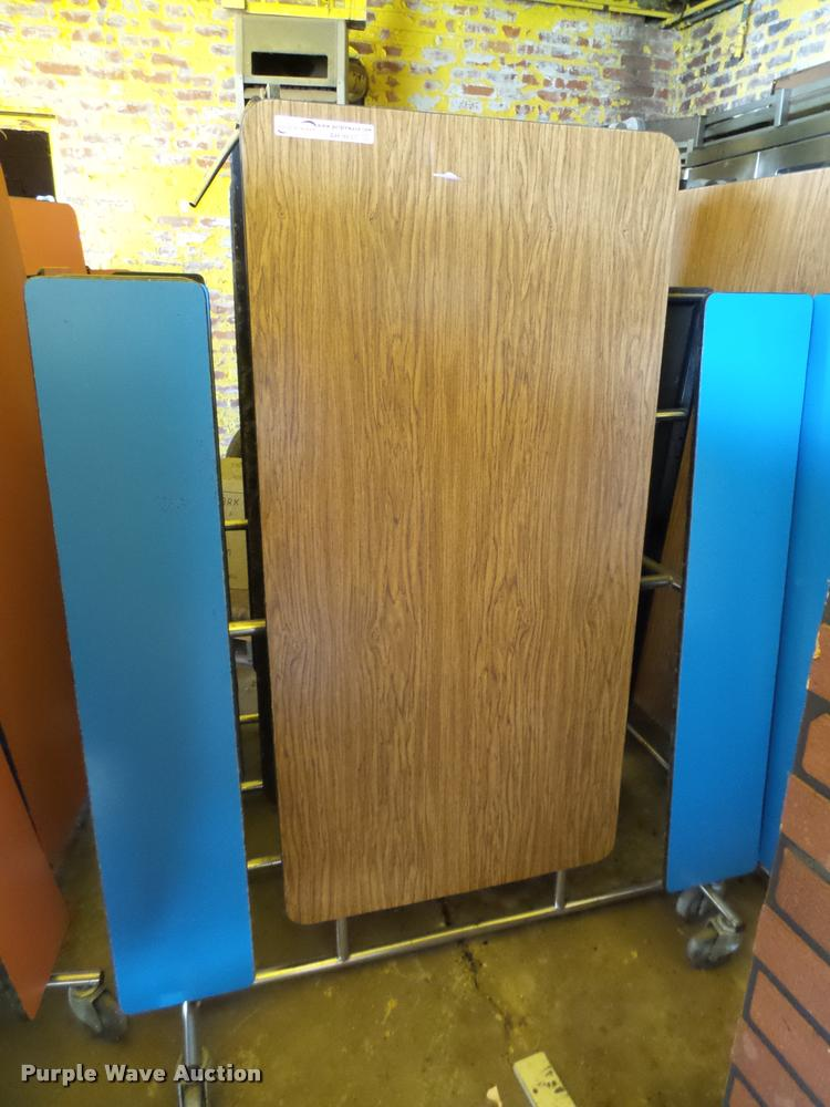 (5) folding lunch tables