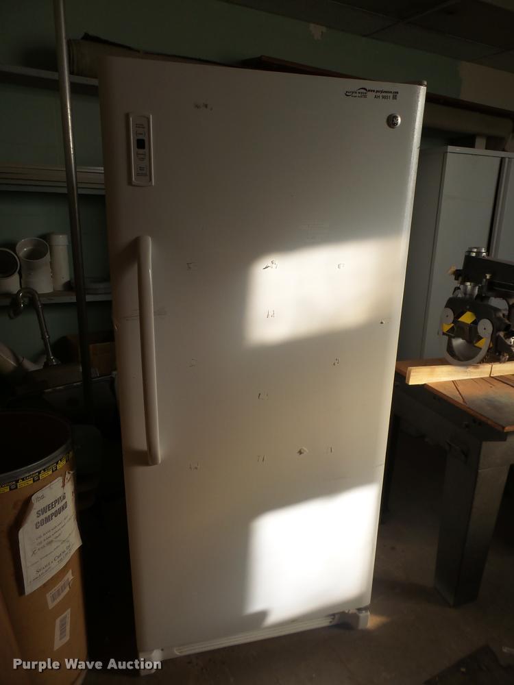 GE FUF21SVDRWW upright freezer