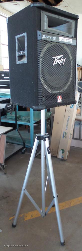 (2) Peavey SP5G speakers