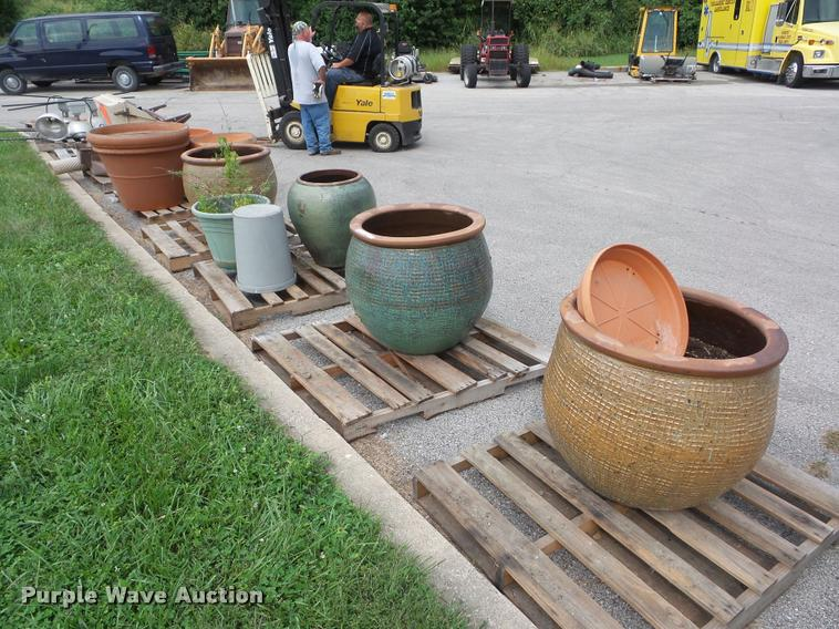 Flower pots and yard ornaments