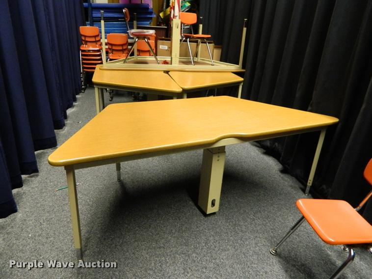 (4) computer tables