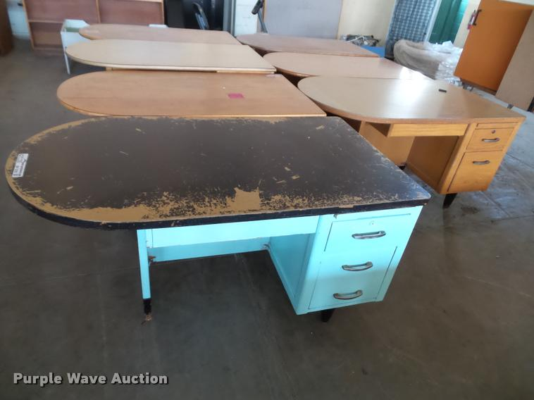 (9) desks