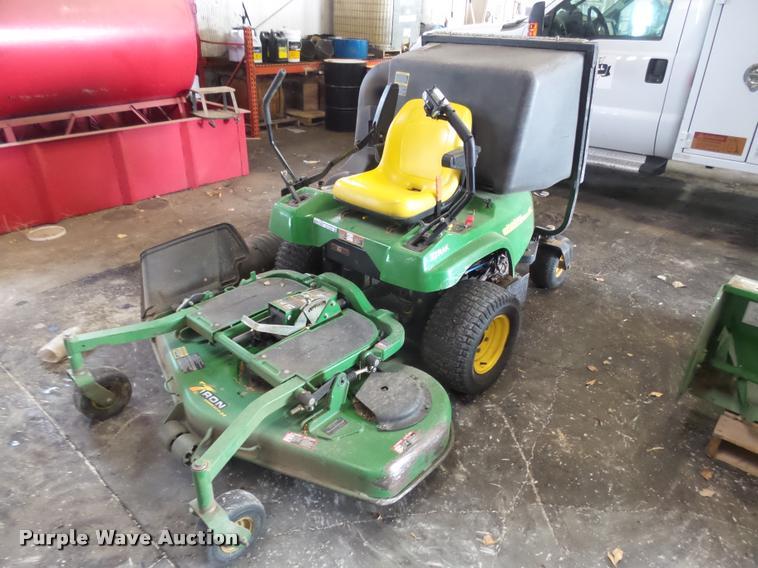 John Deere F687 Z-Trak lawn mower