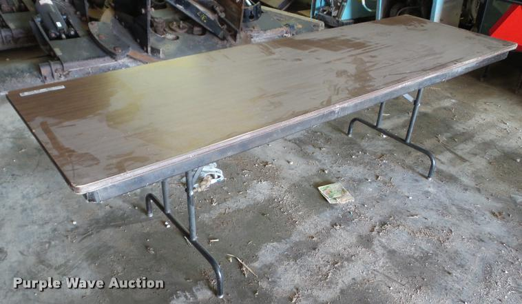 (4) folding tables
