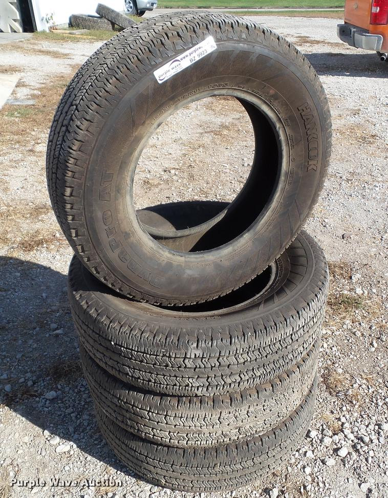 (4) Hankook Dynapro AT P235/75R17 tires
