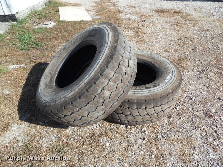 (2) Michelin XZY3 425/65R22.5 regroovable tires