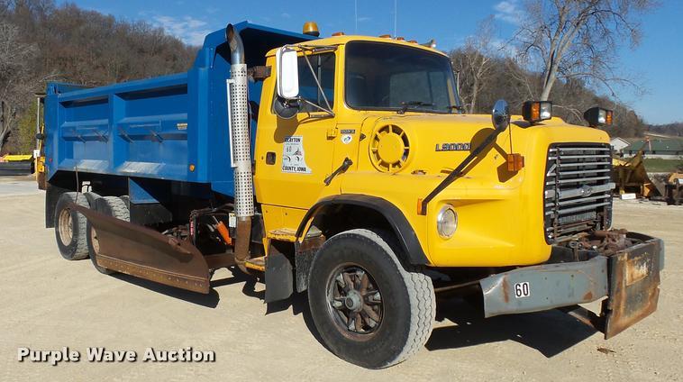 1995 Ford L9000 dump truck
