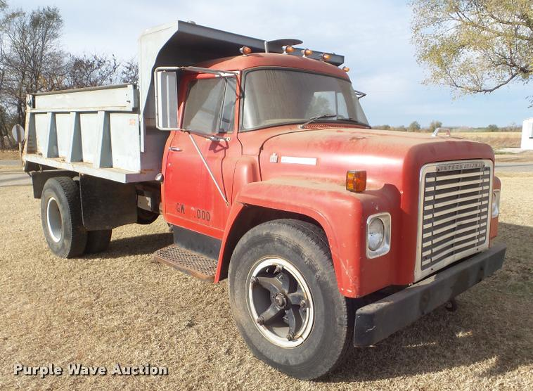 1973 International 1600 dump truck