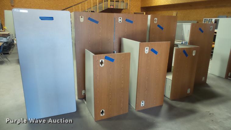 (5) desks