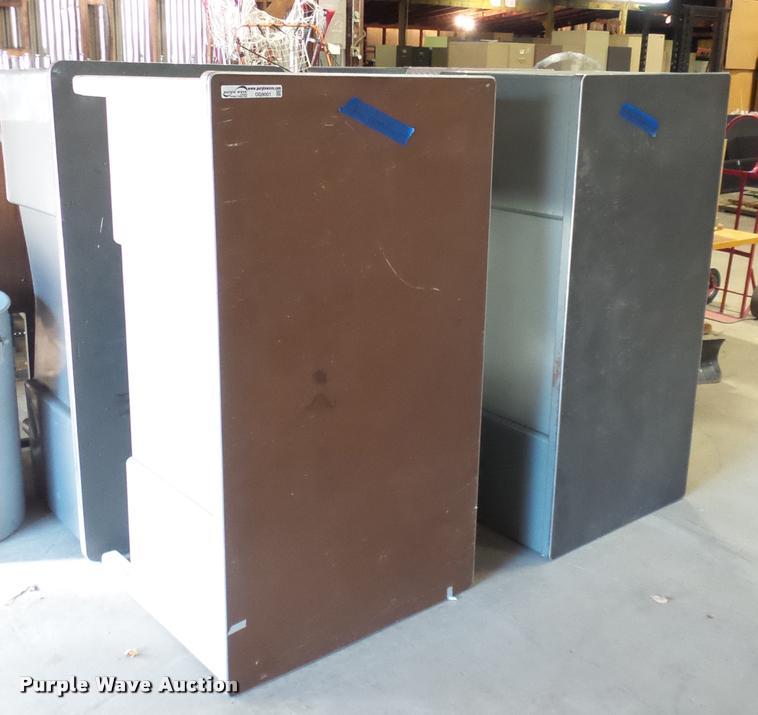 (4) metal desks