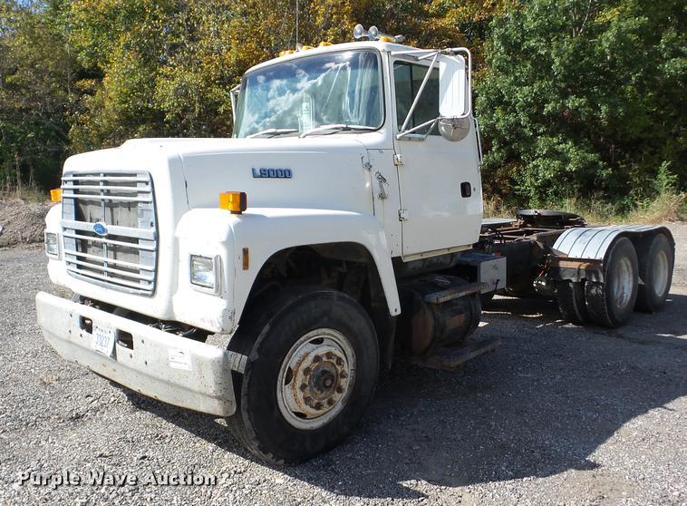 1992 Ford L9000 semi truck