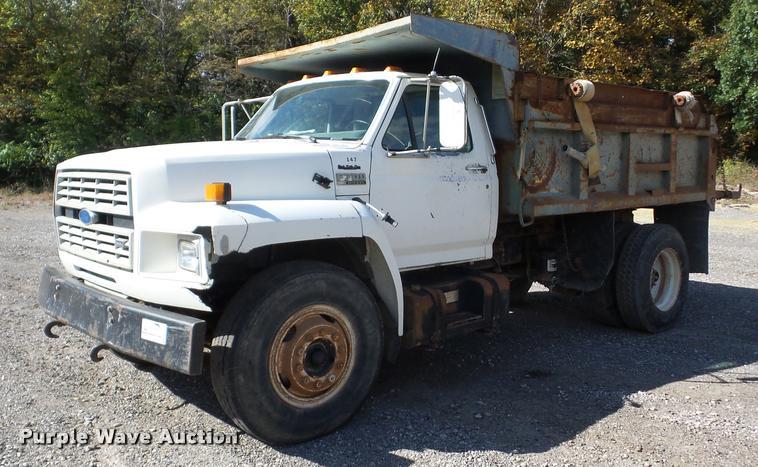 1992 Ford F700 dump truck