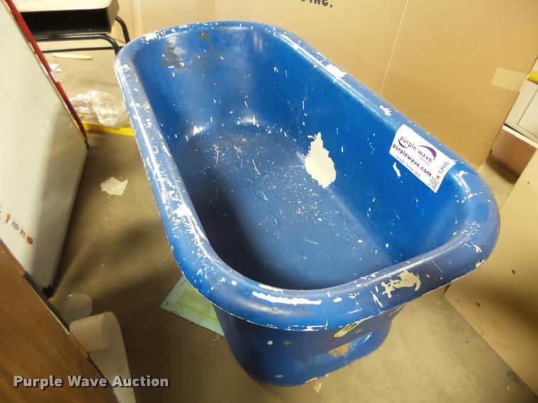 Cast iron bath tub