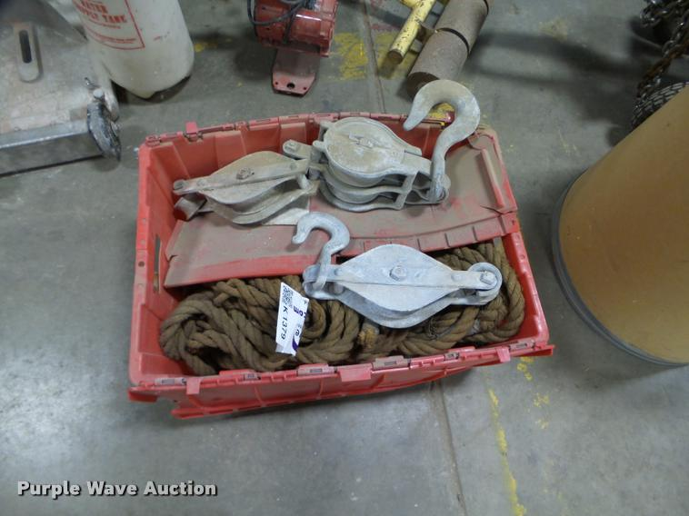 (3) pulleys