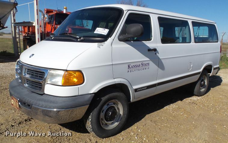 1999 Dodge Ram Wagon B2500 van