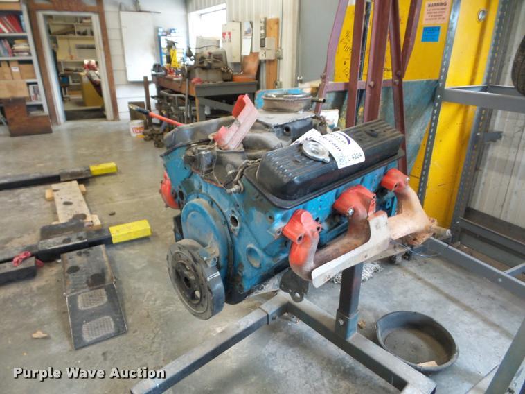 Chevrolet 350 5.7L gas engine