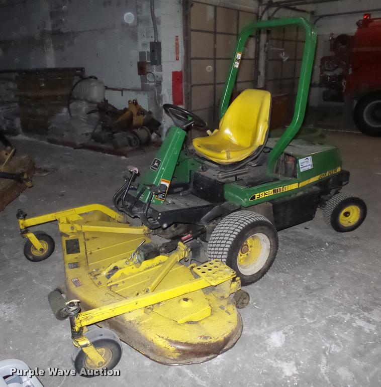 John Deere F935 lawn mower