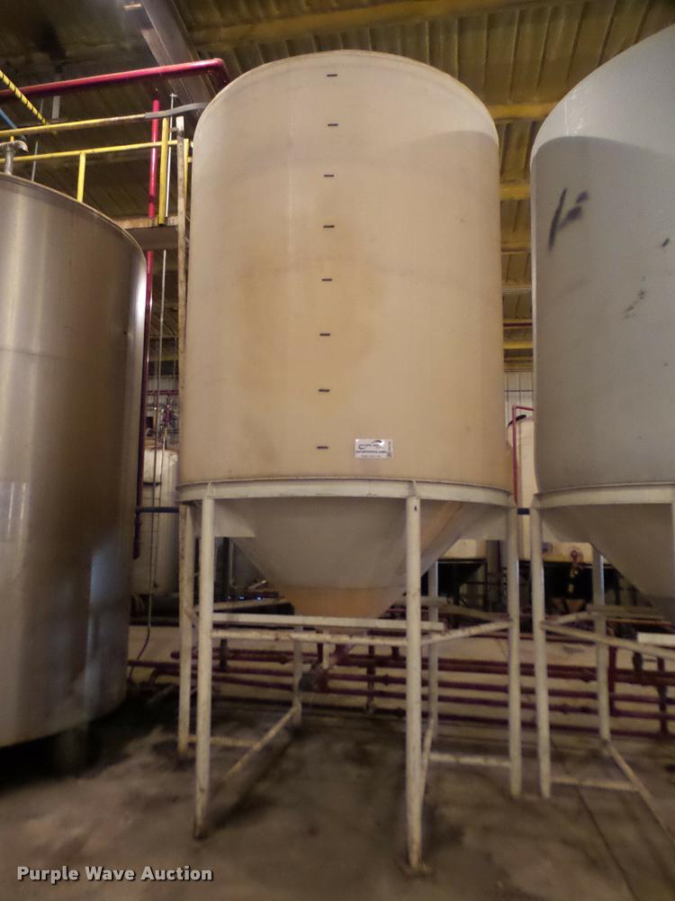 Vertical fertilizer poly tank