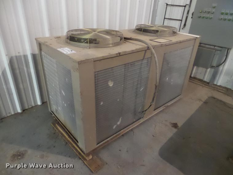 Legacy PAC-140D2-T4Z chiller system