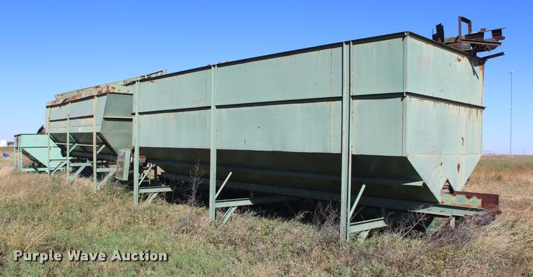 V-bottom storage bin with conveyor